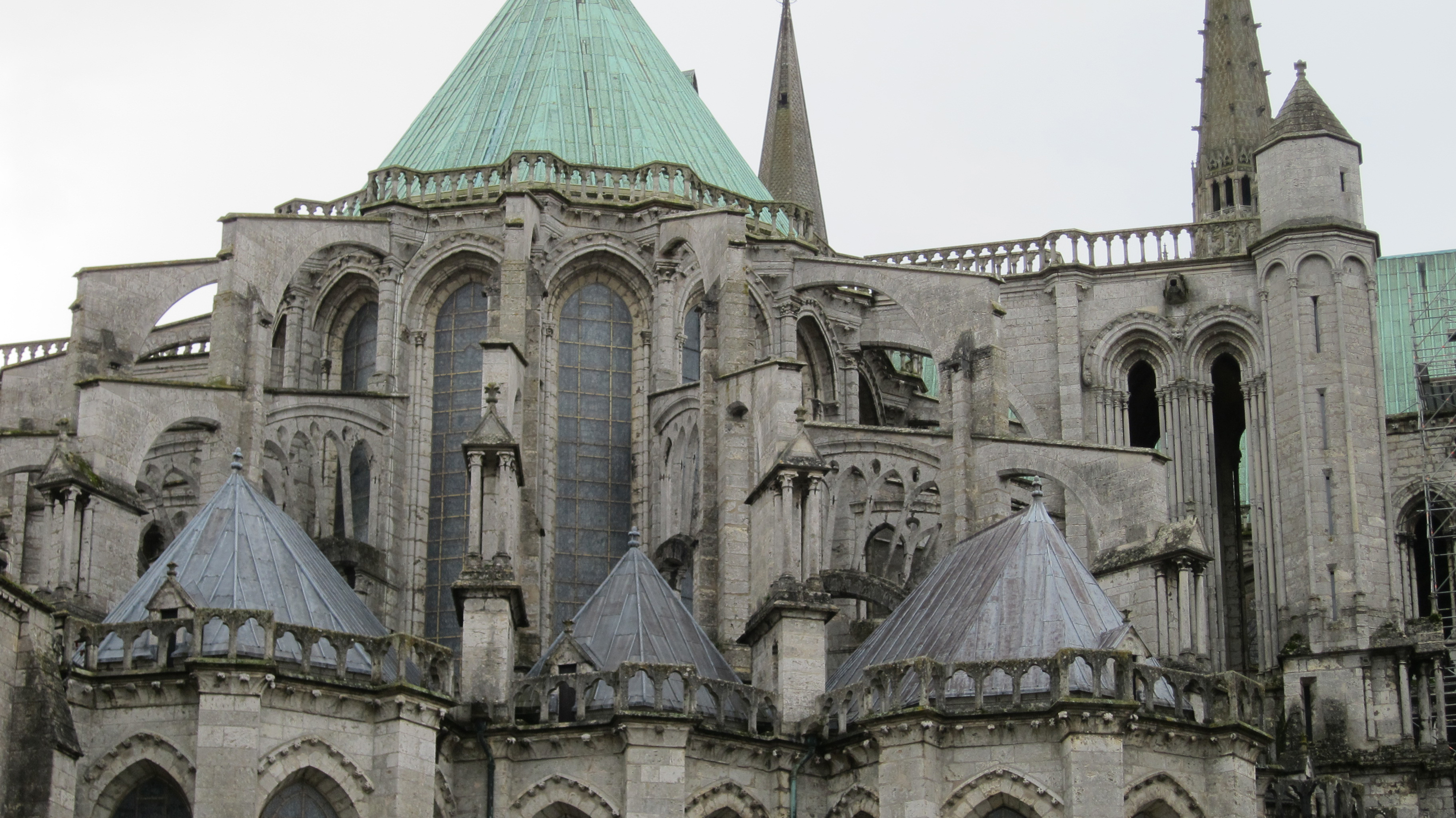 Exterior: Chartres: Architecture