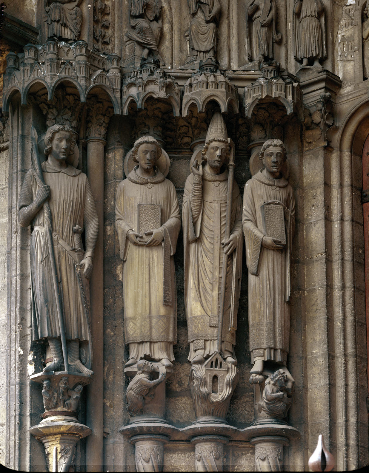 an examination of the gothic sculpture on the example of the cathedral at chartres It is considered one of the finest examples of french gothic even before the gothic cathedral was built, chartres was the art of chartres cathedral in his.